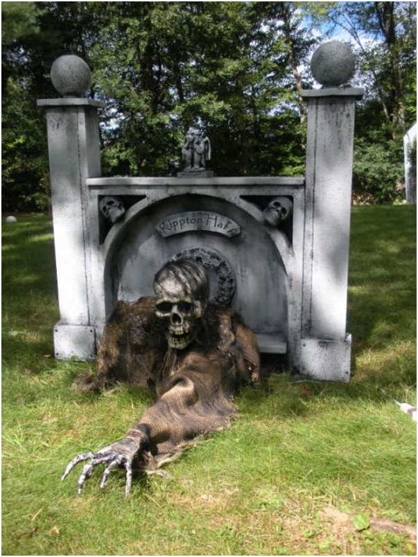 corpse climbing from the grave halloween decoration
